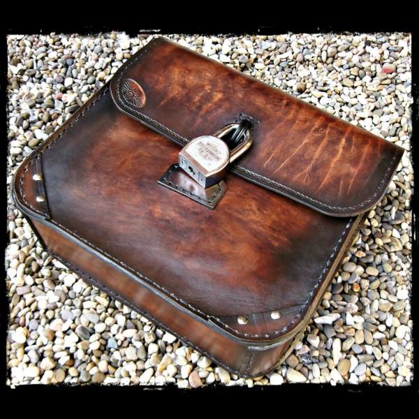 Sacoche en cuir brun foncé