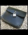 Schwarzes Leder Satteltasche Weiß